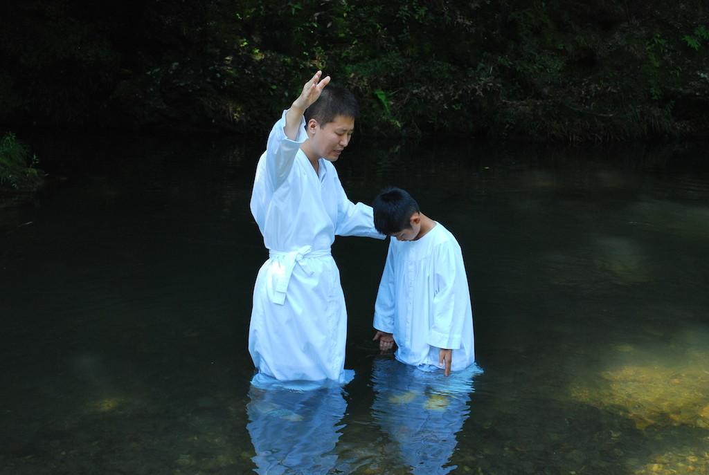洗礼式。高麗川で。
