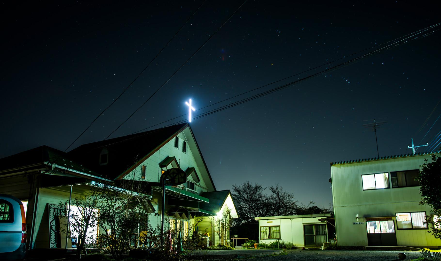 夜の高麗聖書教会。photo by NOG. 星が近いです。アオバズクの声も聞こえます。