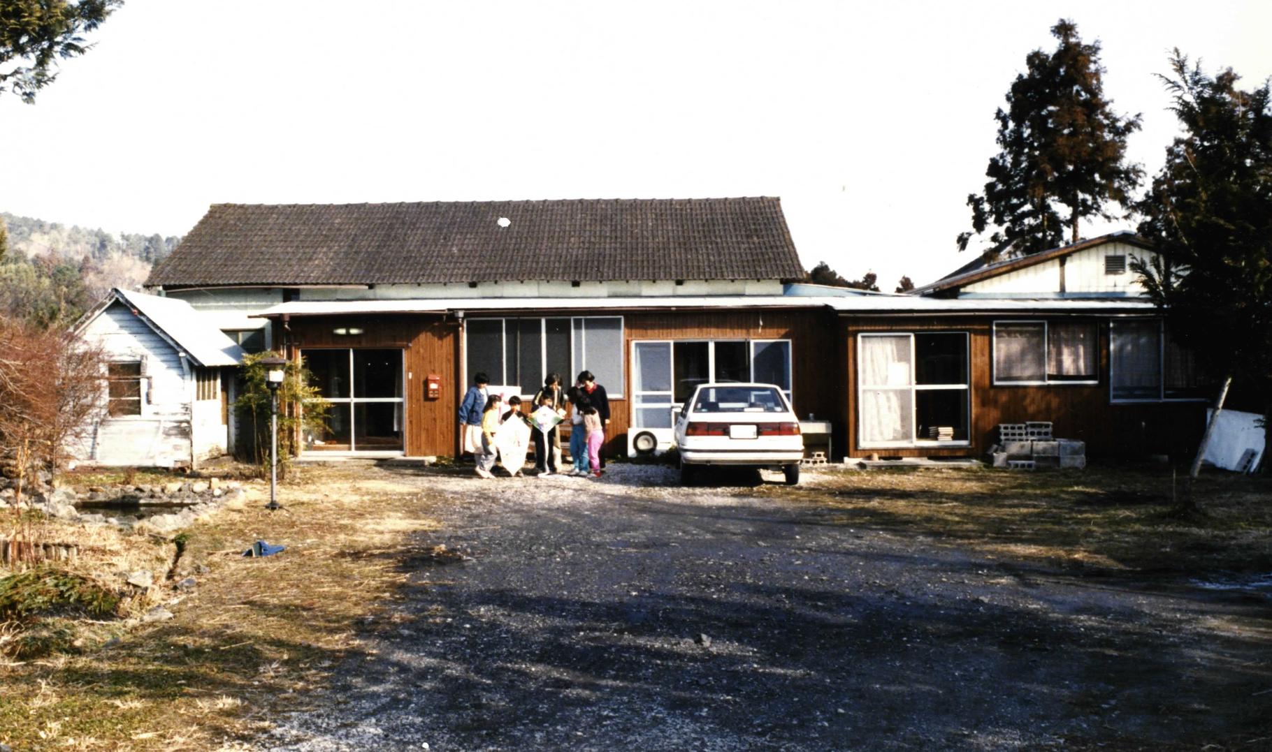 以前の建物。まだ高麗・栗坪に家々が少ない頃の教会。