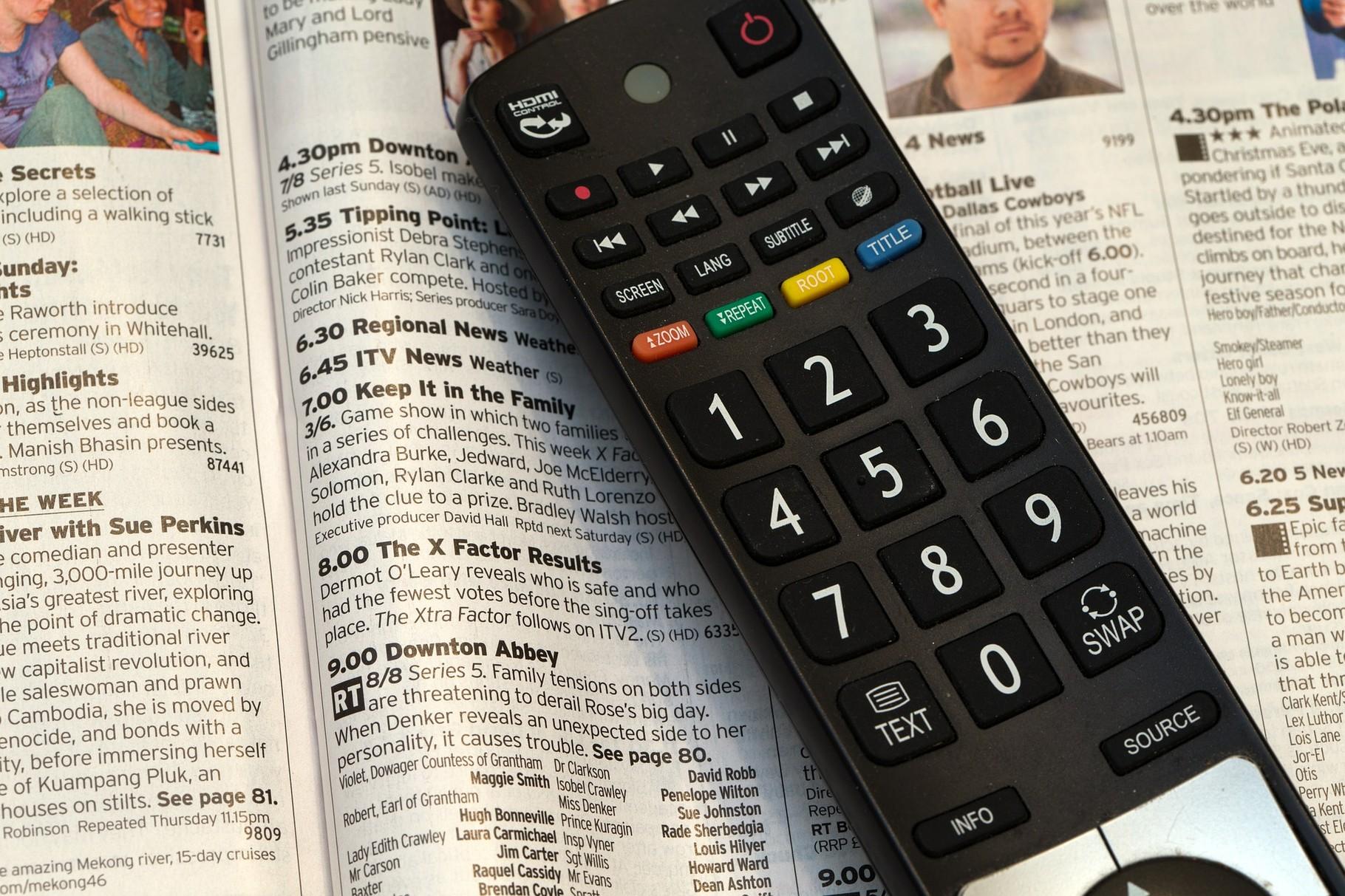 3. Fernsehen bleibt auch heutzutage eine beliebte Freizeitbeschäftigung. Die meisten von uns verbringen hiermit jeden Tag 2 - 3 Stunden (http://de.statista.com/statistik/daten/studie/171229/umfrage/durchschnittlicher-fernsehkonsum-pro-werktag/)