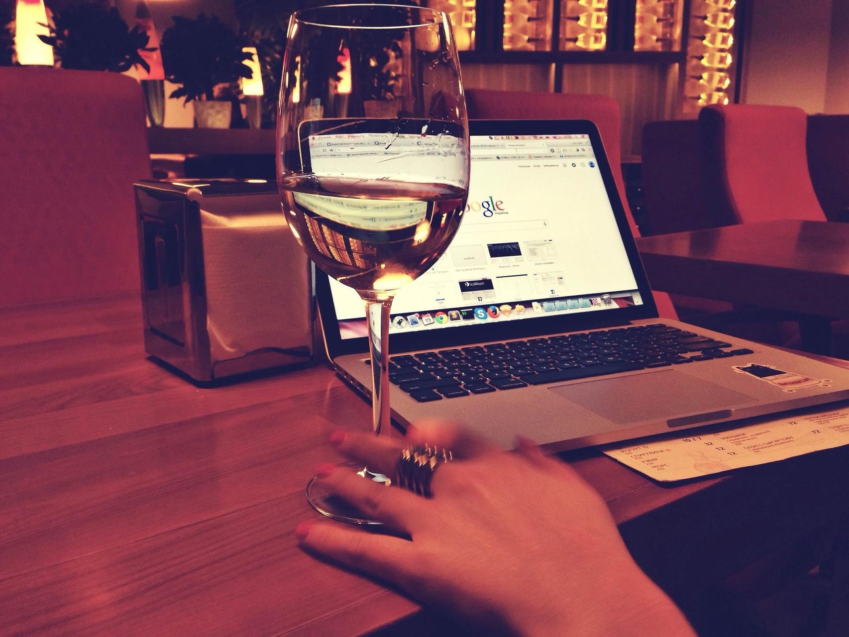 4. Verwende auch dein Laptop oder Computer wenn du arbeitest nur für die Arbeit. So kannst du deine Aufgaben schneller erledigen und hast am Abend Zeit in Ruhe zu surfen.