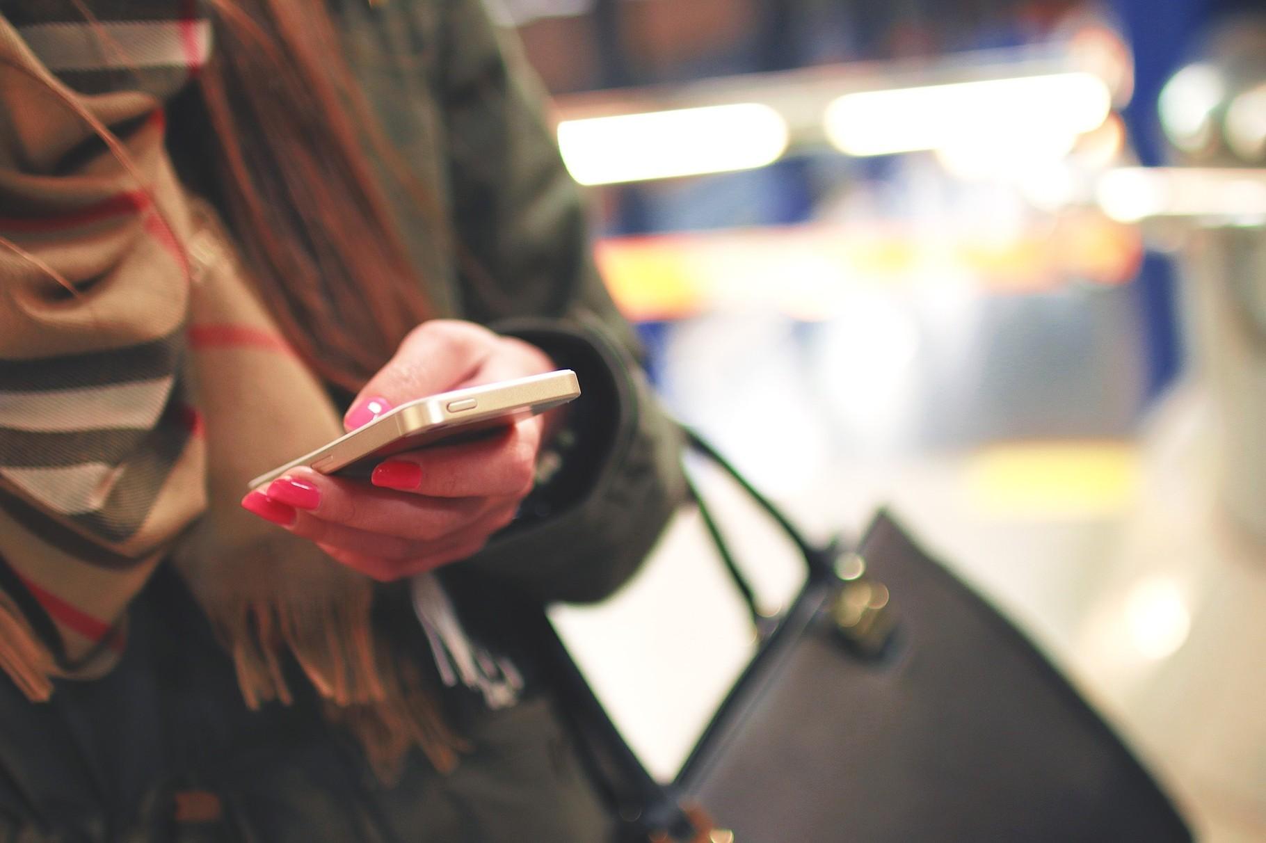 1. Das Smartphone ist wohl einer der größten Zeitfresser überhaupt. Einer Studie von tecmark zur Folge (http://www.tecmark.co.uk/smartphone-usage-data-uk-2014/) nehmen wir unser Smartphone jeden einzelnen Tag 221 mal in die Hand !