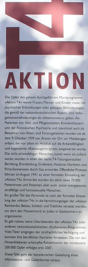 Ausschnitt aus der Gedenkstele in der Tiergartenstraße 4 (T4) in Berlin, Foto: OTFW, Berlin, Wikimedia Commons, Lizenz: Attribution-ShareAlike 3.0 Unported