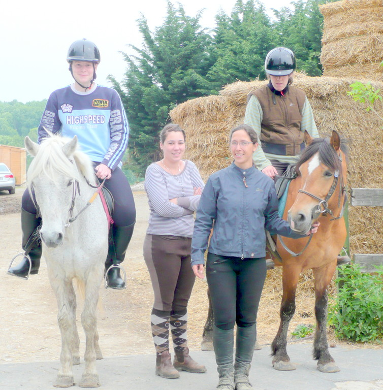 Elise et Geoffrey sont accompagnés par Olivia et Lauriane