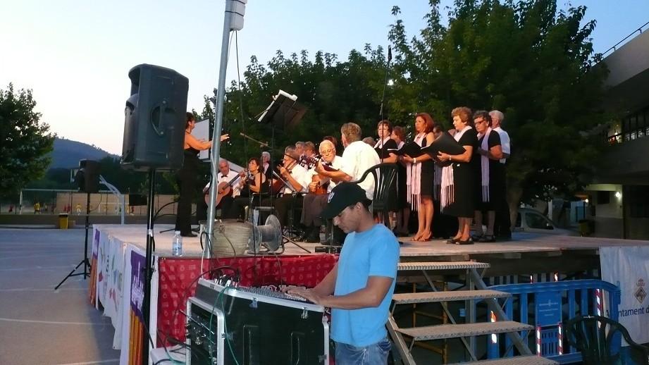 Equipo de directo en colegio El Cide, canto coral