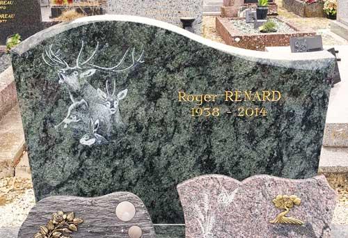 Animaux de la forêt gravé sur granit