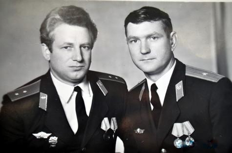 Начальник 8 отдела п\п-к ДеминВ.Н. (Умер в 2006г.) и ст. специалист СПС пр-к Подорожкин Ю.П.