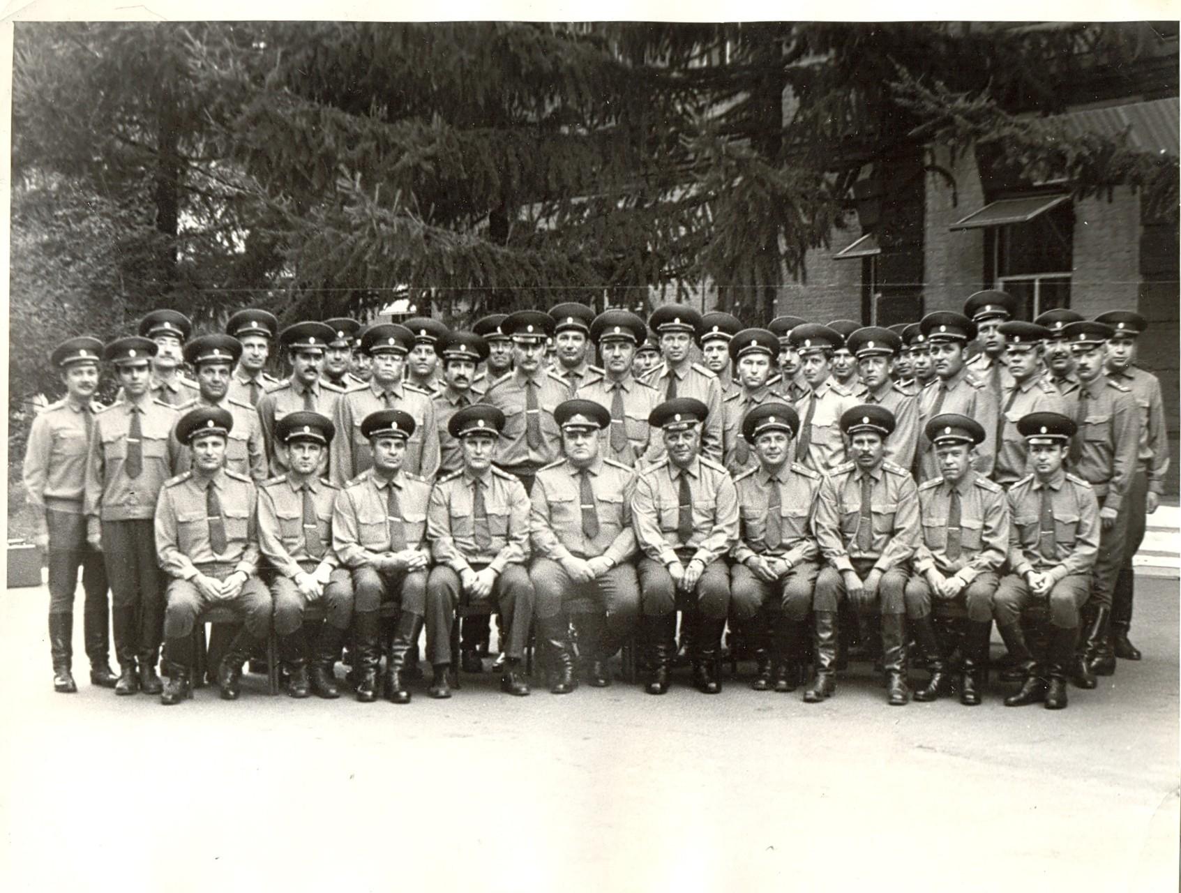 Управление и штаб в 1989г. Прощальное фото с г\м-ром Кормильцевым и п-ком Никулиным.