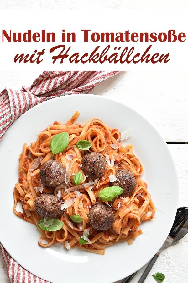 Nudeln wie Spaghetti oder Fettucine in Tomatensoße mit Hackbällchen, hier in einer vegetarischen bzw. veganen Version mit Hackbällchen aus Kidneybohnen und Haferflocken, Thermomix