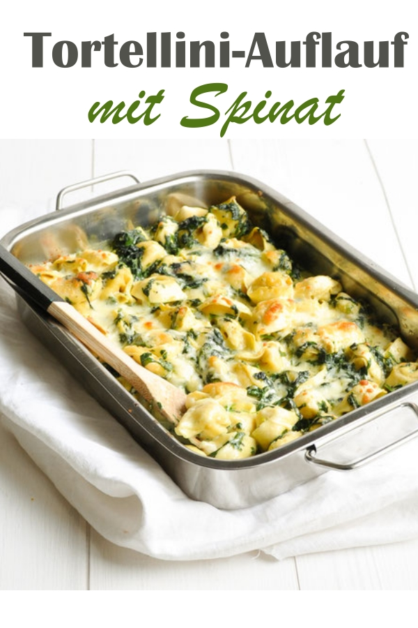 Frische Tortellini werden in einer Soße aus Milch, Sahne und Blattspinat im Ofen gegart, mit Käse überbacken, Soße z.B. im Thermomix gemacht