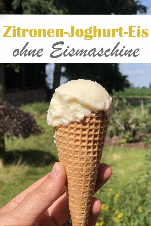 Dieses Zitronen Joghurt Eis schmeckt wie das bekannte Bottermelk Fresh Eis und ist mit und ohne Eismaschine machbar - ohne Eismaschine braucht ihr die Masse nur in Eiswürfelformen einfrieren und schlagt sie dann mit dem Thermomix vor dem Servieren cremig