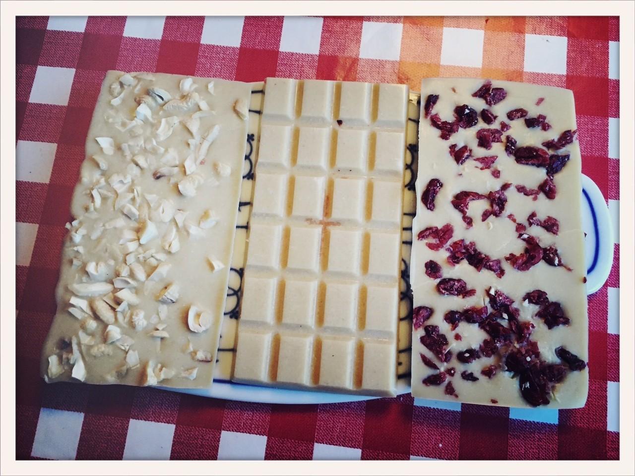 Weiße Schokolade. Aus Cashewkernen. - mix dich glücklich