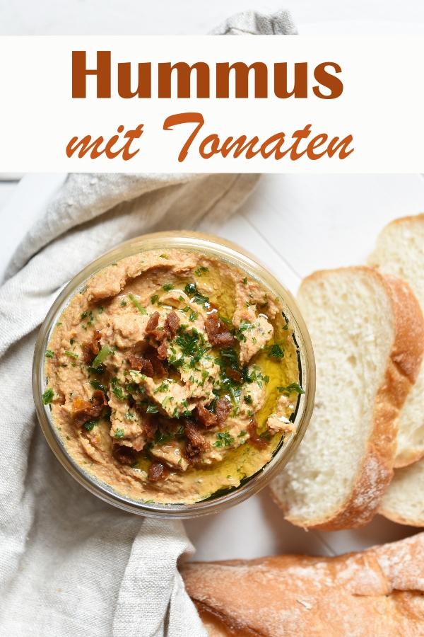 Hummus mal ein bißchen anders als die klassische Version: mit getrockneten Tomaten in Öl, wenig Kreuzkümmel, Sesam, Kichererbsen, etwas Zitrone und Petersilie, so lecker, Thermomix, vegan, vegetarisch, Aufstrich, Dip
