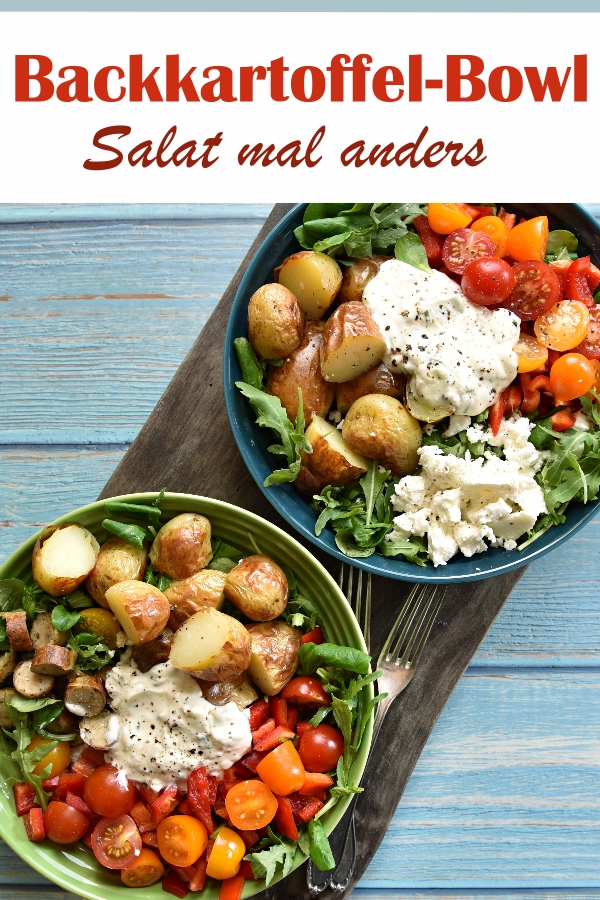 Backkartoffel Bowl, Salat mal anders, mit Joghurt-Dip, Rucola und Feldsalat, Tomaten, Paprika, Backkartoffeln, Schafskäse bzw. (Veggie-)Rost-Bratwürstchen, Dressing aus dem Thermomix