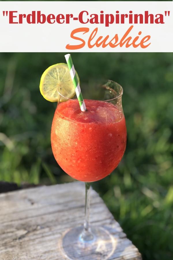 Erdbeer Caipirinha Slushie, gefrorene Erdbeeren gemixt mit Eiswürfeln, Mineralwasser, Pitu und Rohrzucker - ein fantastisches Getränk für deine Terrasse, im Thermomix oder im Mixer ruck zuck gemacht