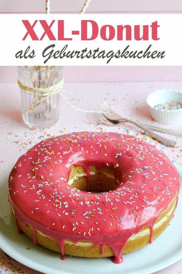 XXL Donut als Geburtstagskuchen, fluffiger Biskuitteig oder veganer Rührkuchen, in der Mitt eine leckere Creme, getoppt mit buntem Schokoguss und Zuckerstreusel, Kuchenbuffet, Thermomix