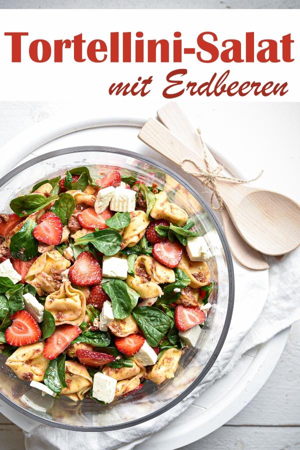 Tortellini Salat mit Erdbeeren, Feta und Feldsalat, ein Dressing mit getrockneten Tomaten und Balsamico, vegetarisch, Nudelsalat, Grillparty, Sommerparty, Erdbeerrezept, Thermomix
