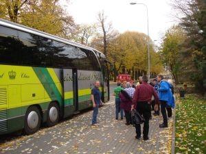 wir auf dem Weg zum Bus