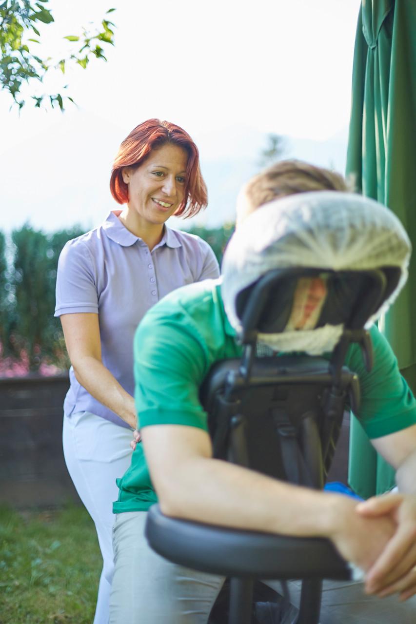 Chair Massage effektive und nachhaltige Gesundheitsförderung am Arbeitsplatz