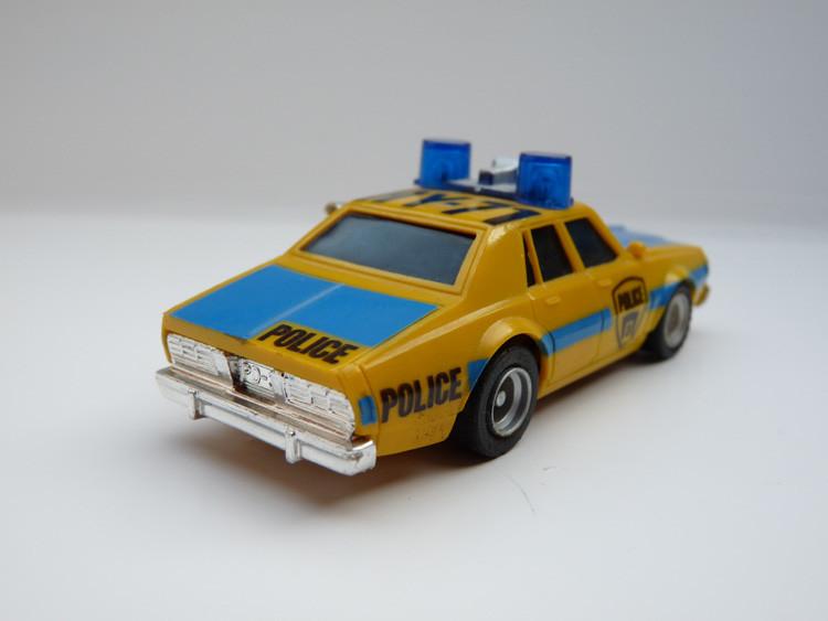 AURORA AFX Police Car HY-71 gelb/blau Variante 3