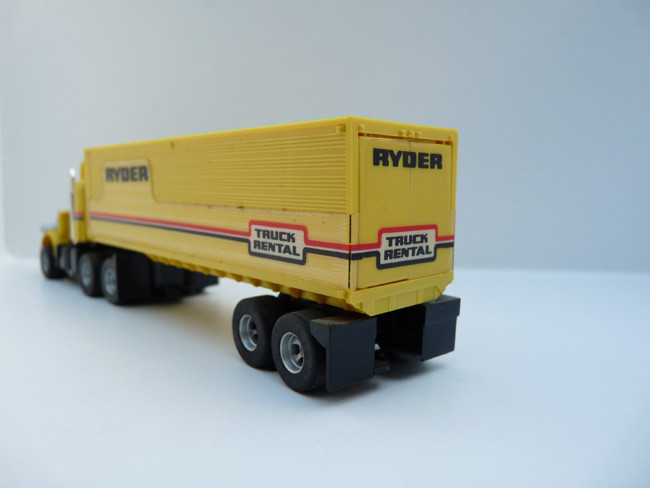 AURORA AFX Kasten-Auflieger RYDER gelb