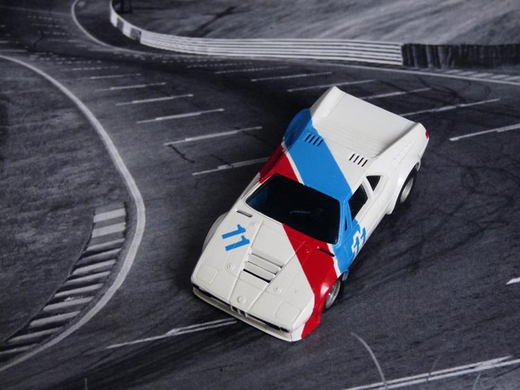 AURORA AFX BMW M1 weiß/blau/rot #11