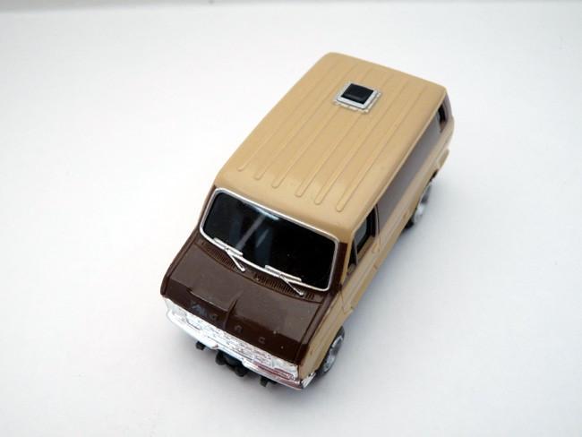 AURORA AFX Ford Street Van beige / braun #1943