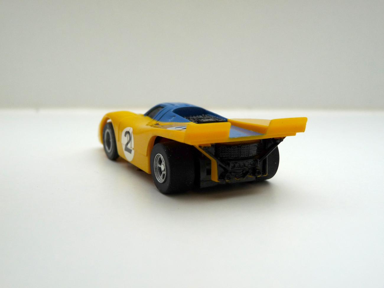 AURORA AFX Porsche 917 gelb/blau #2 - schwarze Scheibe