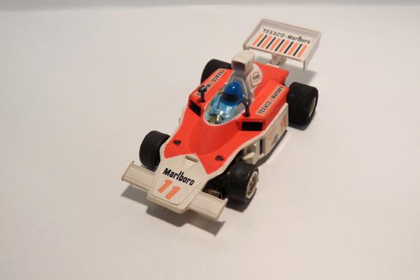 AURORA AFX G-Plus McLaren F1 weiß / hell pink Texaco Marlboro