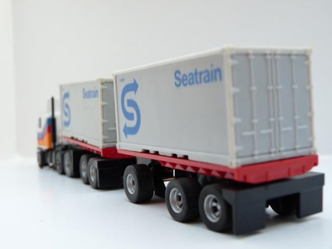 AURORA AFX '20 Flatbed Gespann mit grauen Seatrain Container