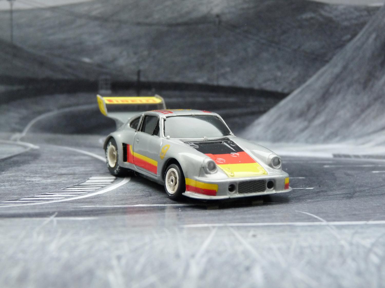 AURORA AFX Porsche 934 RSR silber/schwarz/gelb/rot #9