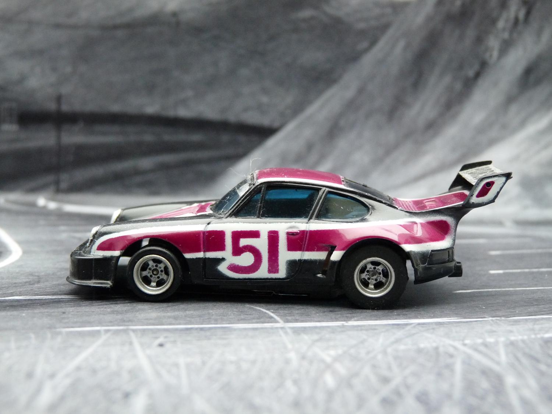 AURORA AFX Porsche 934 RSR schwarz / purple / weiß #51