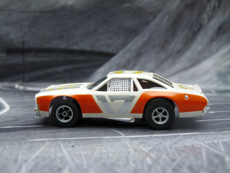 AURORA AFX Chevelle Stocker weiß-orange-silber mit Licht #17