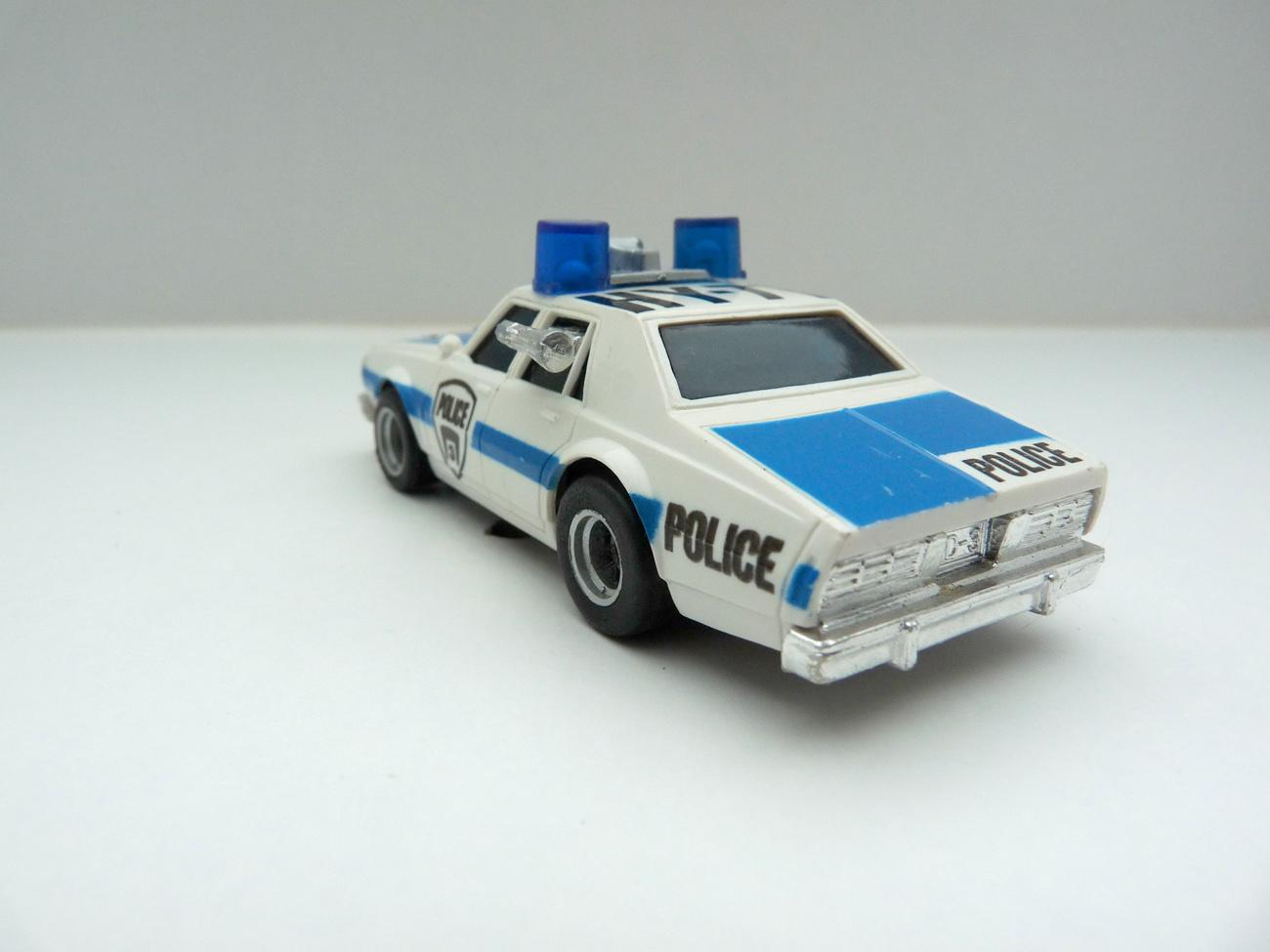 AURORA AFX Police Car HY-71 weiß/blau Variante 3