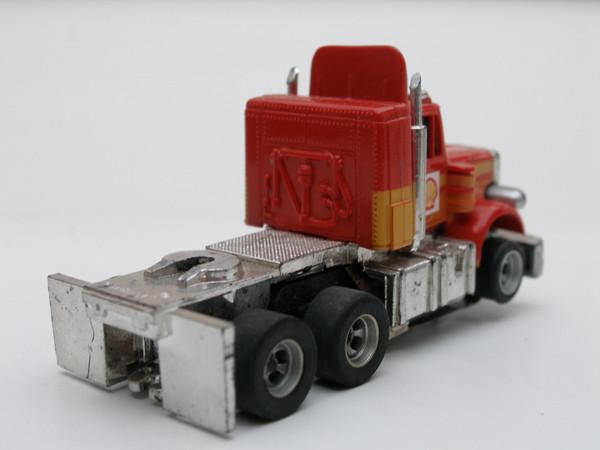 AURORA AFX Peterbilt Truck rot /orange/gelb