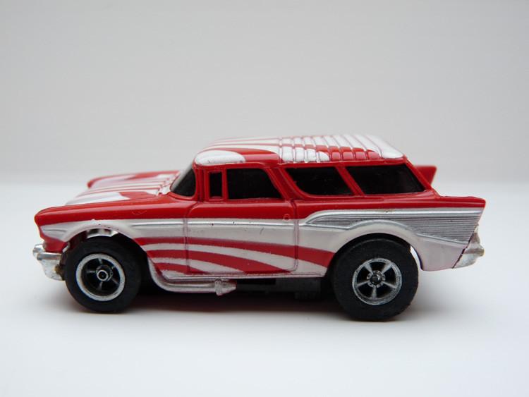 AURORA AFX '57 Chevy Nomad rot/weiß gestreift/silberne side pipes