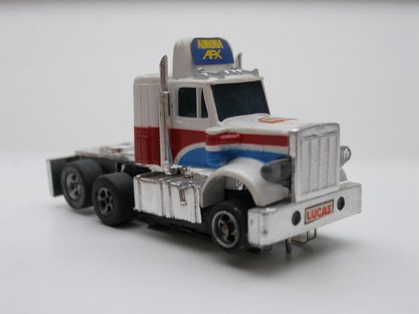 AURORA AFX Peterbilt Truck weiß/blau/rot