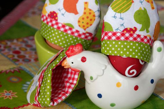Eierwärmer in fröhlichen Farben