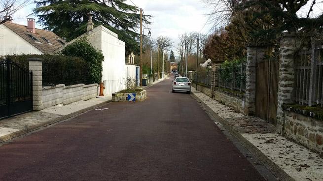 largeur des deux trottoirs non conforme