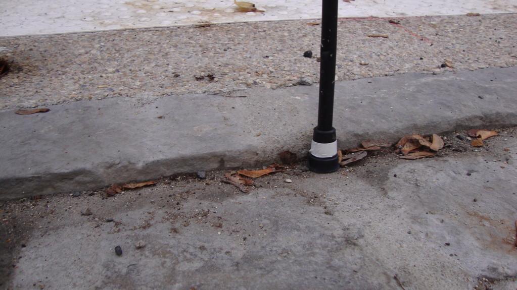Ressaut de plus de 2cm (bas de la canne au début bande blanche) = + de 4cm