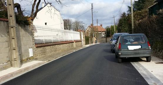 Cheminement sur trottoir (largeur et passage en pavés bombés)