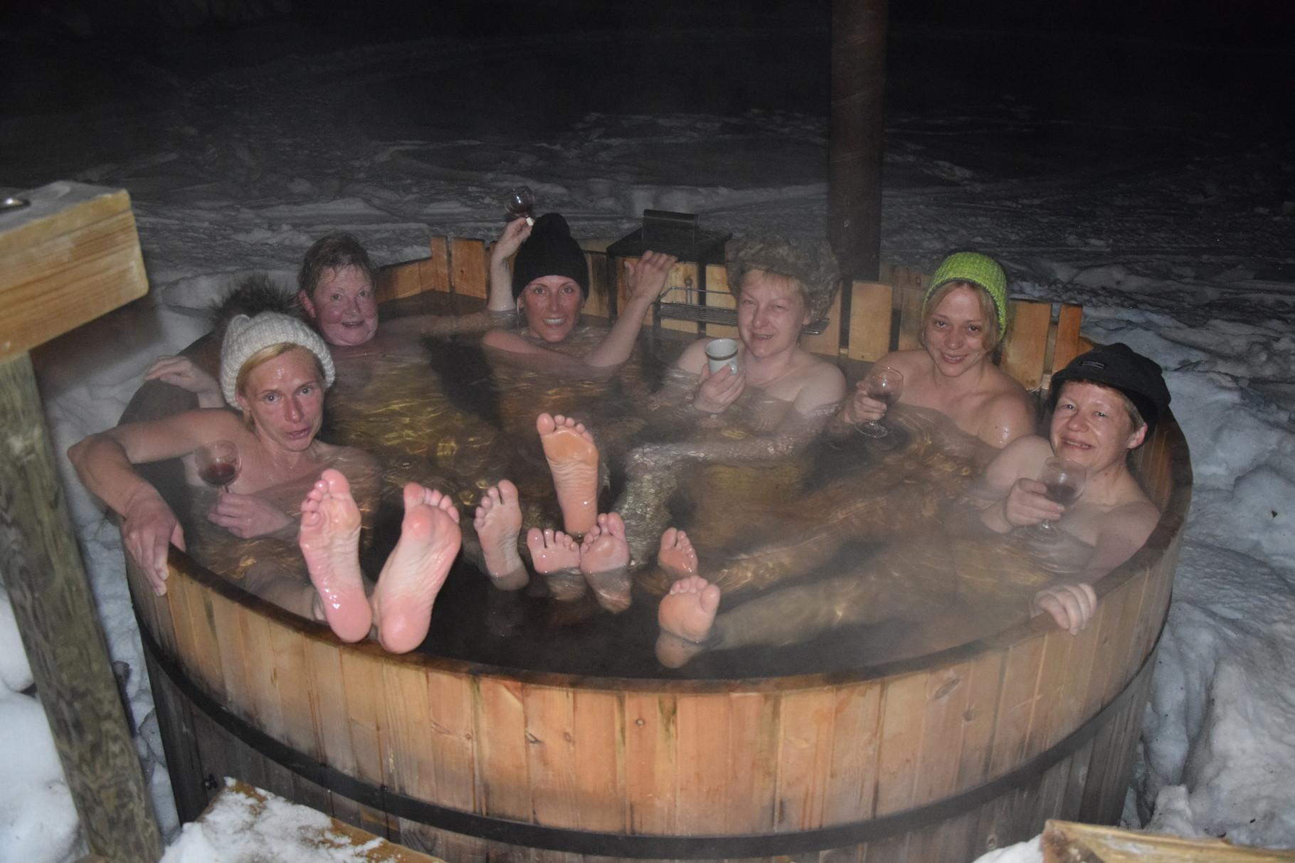 Spaß in unserer holzbeheizten Badetonne