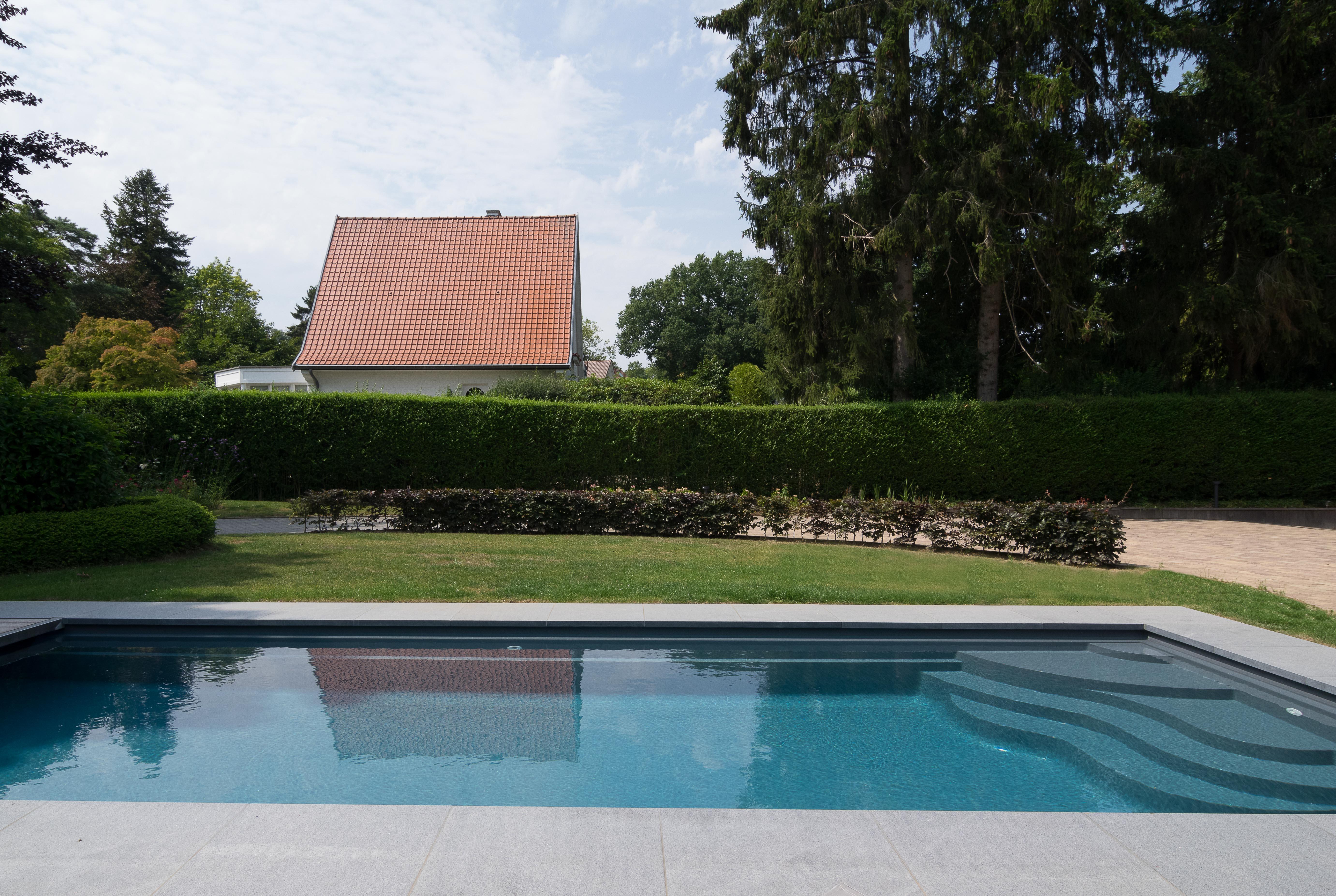 Fabricant belge de piscines polyester mattimmo for Accessoire piscine belgique