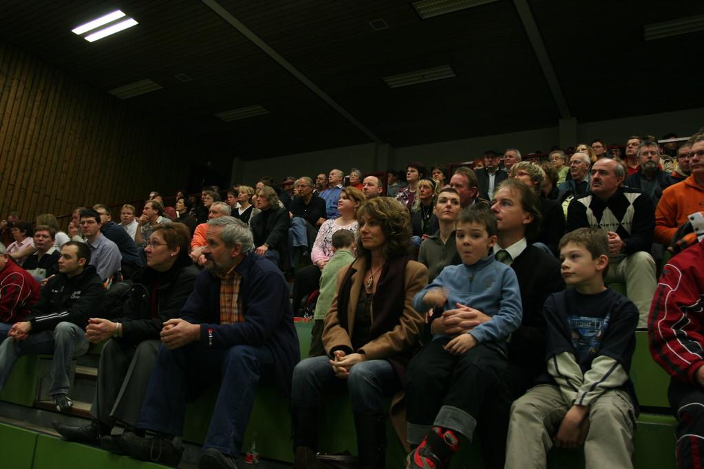 400 Zuschauer füllten die Tribüne