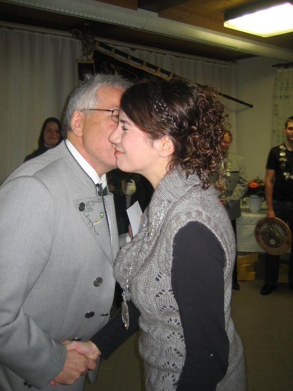 ein Küsschen für die Schützenkönigin Kerstin Huber