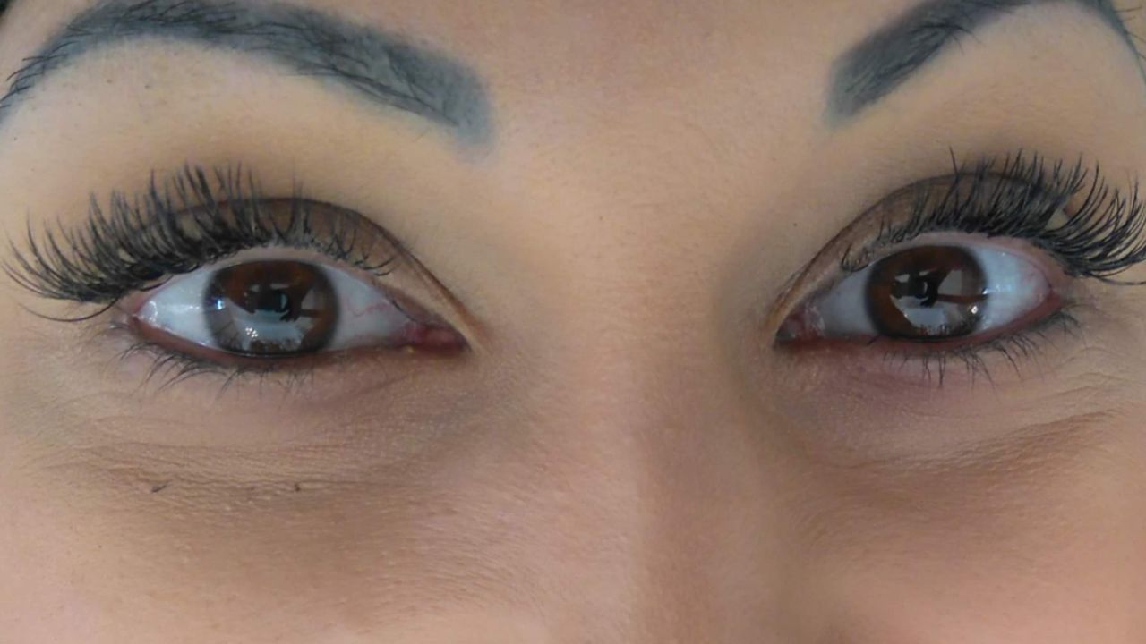 Eyelashes in Kombi mit Aquabration-Treatment - SPECIAL OFFER
