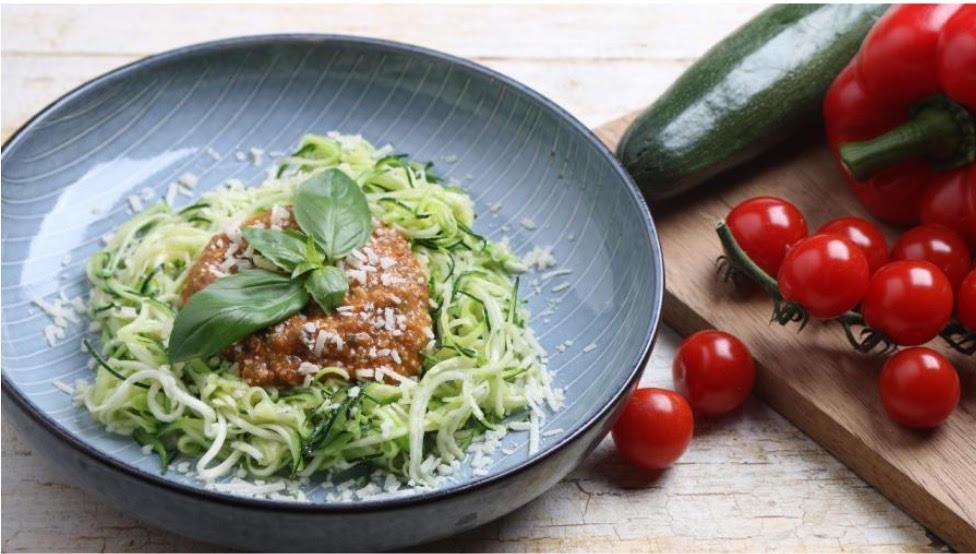 Courgette spaghetti with paprika and tomato pesto