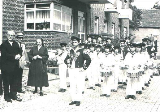 Geldübergabe am Marienhaus in Wassenberg - 1973