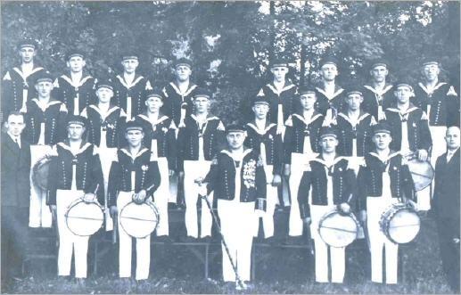 Unser erstes Gruppenfoto Kirmes 1928 am Schloß