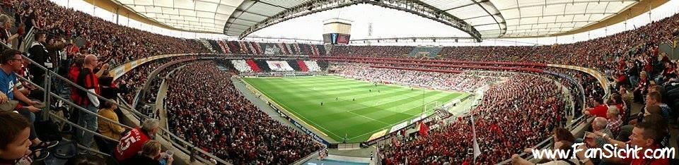 Choreographie der Fans von Eintracht Frankfurt. Foto: Peter Stiller (via Facebook).